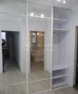 Встроенный зеркальный шкаф-купе на 3 двери фото